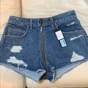 NWT distressed shorts zipper 28